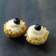 Berry-Lemon Tartlets Looks like a yummy dessert to finish things off! Healthy Recipes, Ww Recipes, Great Recipes, Cooking Recipes, Favorite Recipes, Recipies, Healthy Foods, Chicken Recipes, Dessert Weight Watchers