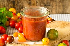 Zomerse tomatensaus Canning Recipes, Soup Recipes, Healthy Recipes, Pesto, Beef Stroganoff, Ground Beef, Vinaigrette, Chutney, Slow Cooker