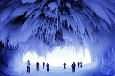 This happened earlier in brutal winter. Would have loved to have been able to go see the Ice caves! In Wisconsin, frozen Lake Superior has allowed thousands of people to walk miles on the ice to explore caves at Apostle Islands National Lakeshore. Lago Baikal, Gros Morne, Socotra, Sierra Nevada, Great Lakes, Weekend Is Over, Belle Photo, Places To See, Oregon