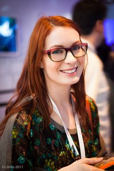 Felicia Day Most Beautiful Women, Beautiful People, Felicia Day, Cool Glasses, Nice Curves, Girls With Glasses, Famous Women, Pretty Woman, Redheads