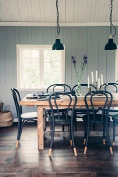 NAVY BLUE CHAIRS - God I LOVE THESE - A lovely garden house | Daily Dream Decor