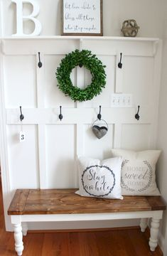 A room will look beautiful if the entrance has been beautifully decorated and one of the ideas is rustic farmhouse entryway decoration. Home decoration can be a fun activity because you will be thr… Rustic Farmhouse Entryway, Farmhouse Bench, Farmhouse Style, Farmhouse Interior, French Farmhouse, Farmhouse Ideas, Farmhouse Design, Country Bench, Farmhouse Laundry Room