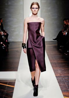 Chic Strapless Burgundy !    Gianfranco Ferre Fall-Winter 2012.
