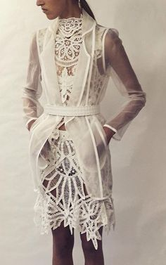 Modern Outfits, Chic Outfits, Dress Suits, Dress Up, Couture Dresses, Fashion Dresses, Wedding Dress With Feathers, Tulip, Dress To Impress