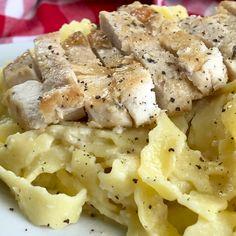 Fettuccine con Salsa Alfredo y Pollo Farfalle Pasta, Pot Pasta, Pasta Alfredo Receta, Salsa Alfredo, Pasta Pollo, Italian Recipes, Yams, Main Dishes, Food Porn