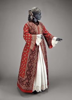 Women Dresses - America - Woman's dressing gown - Wool plain weave printed, silk plain weave lining, fur collar, cotton cord and twill tape 1850s Fashion, Victorian Fashion, Vintage Fashion, Victorian Era, Victorian History, Historical Costume, Historical Clothing, Historical Dress, Textiles