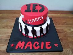 One Direction birthday cake! i would soooooo want this if I were still into 1D like I was last year pinning anyway