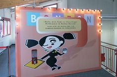 Die Figur Lara Drops führt die Besucher humorvoll durch die Geschichte des Bonbons. Von der Entstehung im Orient bis zu maschinellen Produktion heute.
