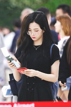 Fans can't tell if this is a photo of BLACKPINK Jisoo or Red Velvet Irene — Koreaboo Kim Jennie, Jenny Kim, Blackpink Jisoo, Blackpink Fashion, Korean Fashion, K Pop, Kpop Girl Groups, Kpop Girls, Divas