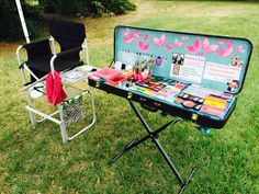 My fabulous face painting kit (electric guitar case and piano stand). I love it more and more everyday! 2 years later and it's still looks like the first day. I think it looks organized and professional. What do you think?