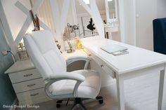 #danadragoi #design #interiordesign #interiordesignideas #tenerife #santacruz #canarias #canaryislands #desk Tenerife, White Desks, Interiores Design, Corner Desk, Romania, Furniture, Home Decor, Corner Table, Decoration Home