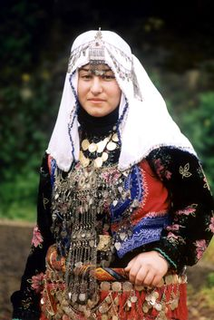 Young village bride in traditional costume, from the district of Şalpazarı (70 km east of Trabzon).  Ethnic group: Çepni Türkmenleri.  The picture is recent (2013 or so).