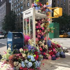 Botanical designer Lewis Miller returns to the NYC streets to enliven an otherwise ordinary corner with a bountiful bouquet of flowers. More: Lewis Miller h/t: Flower Vases, Flower Arrangements, Places In New York, Graffiti Murals, Upper West Side, Flower Aesthetic, Flower Of Life, Public Art, Public Spaces
