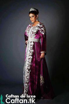 Exclusivement caftan mauve d'un design élégant qui n'est pas comme n'importe quelle autre pour les femmes en train de mariée, caftan marocain très à la mode et coupes qui rassemblent la modernité et la tradition purement artisanale...