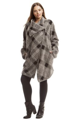 Feeling playful and sassy? Looking for a coat that provides fashion and function but not too serious looking? This BB Dakota Sosa Plaid Wool Coat is one to make Plus Size Winter Outfits, Plus Size Outfits, Trendy Outfits, Fashion Outfits, Fasion, Winter Fashion 2015, Frock And Frill, Big Girl Fashion, Curvy Fashion
