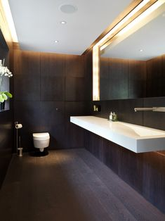Totteridge by Gregory Phillips Architect