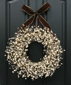 Yeeeees. This is my favorite-ist Christmas door wreath