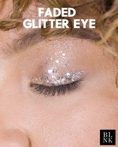 makeup video How to Do a Faded Glitter Eye No better way to brighten up eyes than with a wash of glitter, here in Melrosé Space Jam by Jennifer Gilbert Lemon. Makeup Trends, Makeup Inspo, Makeup Inspiration, Makeup Tips, Glam Makeup, Makeup Art, Beauty Makeup, Makeup Carnaval, Glitter Makeup Looks