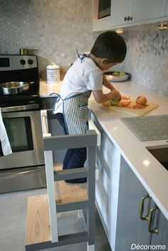DIY tabouret de cuisine pour enfant en toute sécurité / DIY build a kitchen stool for kids to help you cook in safety