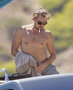 """The Great Gatsby"" star Leonardo DiCaprio enjoys a tropical vacation with his girlfriend, model Toni Garrn, on a yacht in Ibiza, Spain on August Welch Leonardo Dicaprio Shirtless, Smoking Celebrities, Guy Talk, Toni Garrn, Leo Men, Man Bun, Cute Actors, Good Looking Men, Hottest Photos"