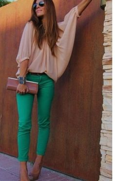 i like this outfit anthony would kill me if i bought green pants. GREEN PANTS IT IS! Looks Street Style, Looks Style, Style Me, Moda Fashion, Womens Fashion, Fashion Models, Fashion 2015, Nail Fashion, Jeans Fashion