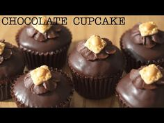 La receta de los cupcakes de chocolate que solo conocen 10 mil personas. - YouTube Desserts Français, French Desserts, Asian Desserts, Cupcakes Au Cholocat, Cupcake Cakes, Pan Dulce, Caribbean Rum Cake, Cake Receipe, Resep Cake