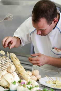 Com o objetivo de reunir amantes da culinária, a unidade Chácara Flora da Estácio promoverá um curso livre gratuito de gastronomia francesa. O chef francês David Mansaud conduzirá a aula nos dias 07 e 08 de maio, de 19h às 21h, na Estácio - Campus Chácara Flora.