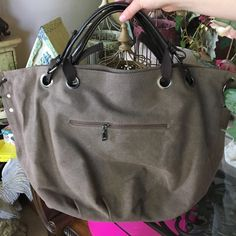 LARGE BROWN CANVAS BAG-NEW VERY LARGE CANVAS BAG-INTERIOR HAS ONE LARGE MIDDLE ZIPPER POCKET-ON ONE SIDE A LARGE ZIPPER POCKET-TWO OPEN POCKETS ON THE OTHER SIDE-EXTERIOR HAS ONE LARGE ZIPPER POCKET ON ONE SIDE Bags Hobos