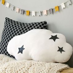 How adorable is this modern felt bunting? Use it for party decor or room decor!
