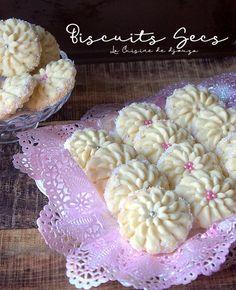 Gâteaux secs algériens à la farine et maizena pour le café Ramadan, Biscuits, Coco, Cereal, Breakfast, Muffins, Cookies, French Food, Coffee