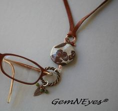 Turquoise and Leather Eyeglass Holder Necklace por Gemneyes en Etsy