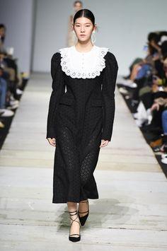 SFW : Seoul Fashion Week YCH SS19 Quirky Fashion, Retro Fashion, Vintage Fashion, Womens Fashion, Fashion Models, Fashion Show, Seoul Fashion, Fashion Design, Fashion Trends