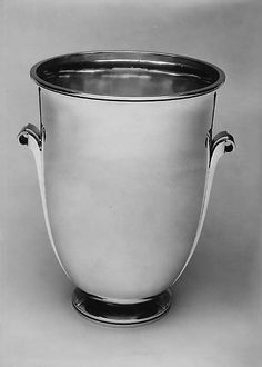 Silver champagne bucket, Harold Nielsen for Georg Jensen, Denmark, ca. Champagne Buckets, Art Deco Jewelry, Large Art, Art Deco Fashion, Scandinavian Design, Antique Silver, Art Decor, Art Nouveau, Barware