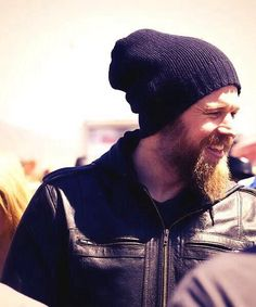 Ryan Hurst - Opie - Sons of Anarchy. Love his smile, doesn't do it much on the show though. Sons Of Anachy, Sons Of Anarchy Motorcycles, Ryan Hurst, Sons Of Anarchy Samcro, Husband Best Friend, Street Bob, Beard Tattoo, Charlie Hunnam, Cute Celebrities