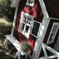 Huset i vår trädgård! Lekstuga från Lektema  #lekstuga #playhouse #lektema