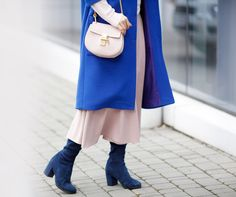 chloe drew bag outfits, how to wear electric blue,