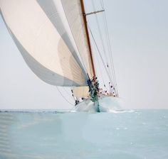 Take A Catamaran Sailing Charter – Room Enough To Move Around Beyond The Sea, Sail Away, Set Sail, Am Meer, Wooden Boats, Tall Ships, Catamaran, Strand, Sailing Ships