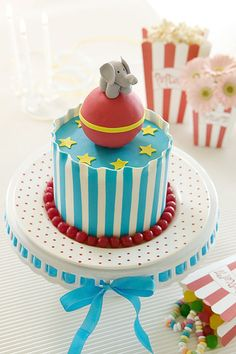 vintage circus cake - @Kaycee Sites - not telling you what to do at my shower.....but this is adorable!!