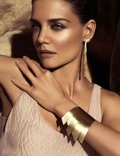 Golden Goddess: This is definitely a bolder look, but so beautiful in its own ri… - Prom Makeup Looks Katie Holmes, Tom Cruise, Mary Kay, Eye Makeup Cut Crease, Brown Lip, Prom Makeup Looks, Bronze Makeup, Golden Goddess, Glossy Lips