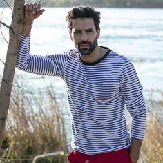 32€ - Marinière homme 100% coton manches longues rayé blanc/bleu. Le t-shirt marinière est une pièce iconique de la mode masculine. Porté avec un chino ou un bermuda, la marinière sera l'atout casual-chic de votre tenue.