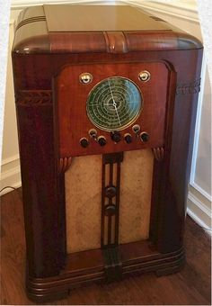Here is a chance to own one of the best tube radios ever made. Scott Philharmonic radio in excellent original. Vintage Tv, Vintage Antiques, 1930s Decor, Radio Design, Vintage Appliances, Timber Wood, Art Deco Era, Tvs, Item Number