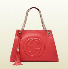 Gucci winter 2015 What a lovely bag made by Gucci. Gucci makes very beautiful bags! I love them(Gucci Watches,Gucci Wallets,Gucci Sunglasses,Gucci Shoes)very much,It looks great! Womens Fashion Uk, Fashion Wear, Look Fashion, Fashion Bags, Gucci Fashion, Cheap Fashion, Fashion Accessories, Gucci Hobo Bag, Gucci Bags