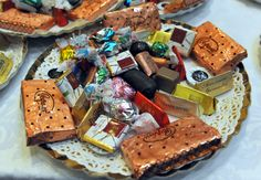 Il piatto di cioccolatini offerti da 14 maestri artigiani torinese: uno per ognuno dei 100 tavoli