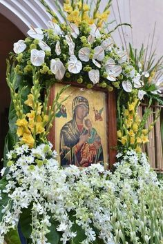 Mary Jesus Mother, Mother Mary Images, Images Of Mary, Mary And Jesus, Blessed Mother, Church Flower Arrangements, Church Flowers, Greek Icons, Mama Mary