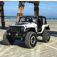 Just jeep at the beach! Jeep Jk, Jeep Wrangler Lifted, Jeep Truck, Jeep Wrangler Unlimited, Lifted Jeeps, Jeep Rubicon, Jeep Wrangler Accessories, Jeep Accessories, Badass Jeep
