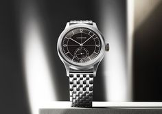Longines - Heritage Classic with Black Sector Dial | Time and Watches | The watch blog Monochrome Watches, Watch Blog, Hand Watch, Elegant Watches, Vintage Theme, Porsche Design, Vintage Models, Luxury Shop, Charcoal Color