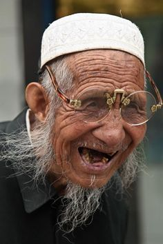 1000+ images about old people smiling on Pinterest   Smile, Old ...