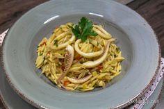 Γιουβέτσι με καλαμαράκια, στην κατσαρόλα | My Review Spaghetti, Ethnic Recipes, Food, Essen, Meals, Yemek, Noodle, Eten