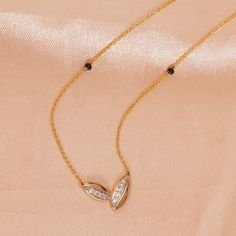 Gold Chain Design, Gold Jewellery Design, Indian Jewelry Sets, Bridal Jewelry Sets, Gold Jewelry Simple, Simple Necklace, Gold Bridal Earrings, Gold Necklace, Gold Mangalsutra Designs