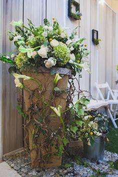 barn-wedding-flower-deco